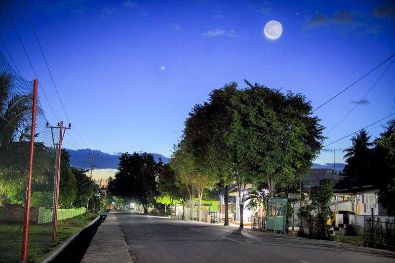 The Moon & Venus 29/01/14 this morning. おはよう!( ´ ▽ ` )ノ Nature EyeEm Best Shots EyeEm Indonesia EyeEm Nature Lover