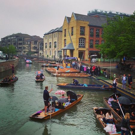 When you start to see traffic jams on the river Cam is signal of summer is coming!⏳🌞 🚣🚣🚣🚣🚣🚣🚣🚣🚣🚣🚣🚣🚣🚣🚣🚣🚣🚣🚣 Cambridge England Summer Punting River LoveEngland Travel Traveler
