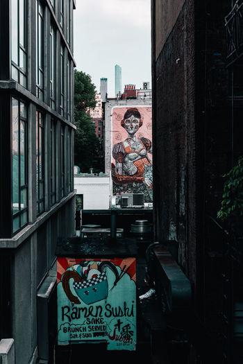 Graffiti New Yokr New York City Travel Architecture Art Building Exterior Built Structure City Human Representation No People Travel Destinations Urban