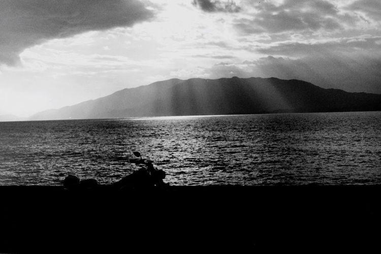 風邪が治らない Nature Sea Sky Leicacamera Leicam3 Planar45mm Black And White Beauty In Nature Film Motorcycle Harleydavidson EyeEm Gallery Bw_collection Carl Zeiss