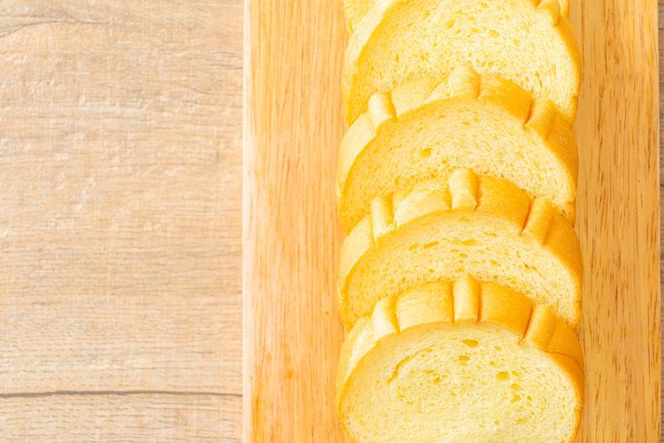 Directly above shot of lemon slice on cutting board