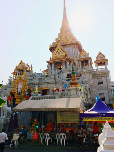 Check This Out Taking Photos Photo Shoot Praying Inner Self Golden Pray Meditation Thailand Bangkok Afternoon Thai Temple Temple Buddha Holy City Day Thai ASIA Sunny Mind