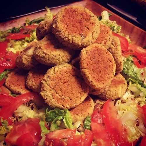 Falafel Pyramid Lunchtimeatlegalrunners Whatveganseat Whatvegans8 VEGANLIFE vegan veganlunchtime buenavegansocialclub Thebuenavegansocialclub