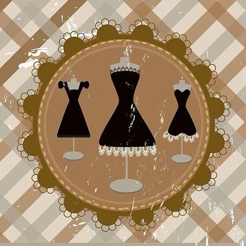 Beyaz mı Gold mu, mavi mi siyah mı tartışmasına ne gerek var? Küçük siyah elbise tüm zamanların tartışmasız en güzel elbisesidir. Thedress Littleblackdress Stilika StilinSeniYansıtır. ⚫️◼️◾️▪️