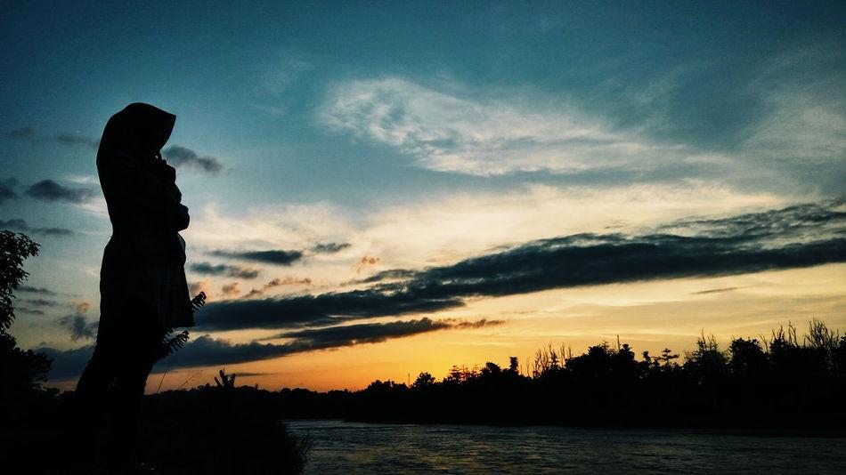 Love sunset too much 💕 Sunset Nature Sky Outdoors Cloud Wonderful Indonesia Palembang-Indonesia Lahat Silhouette Love Senja  Obelixphotohraphy