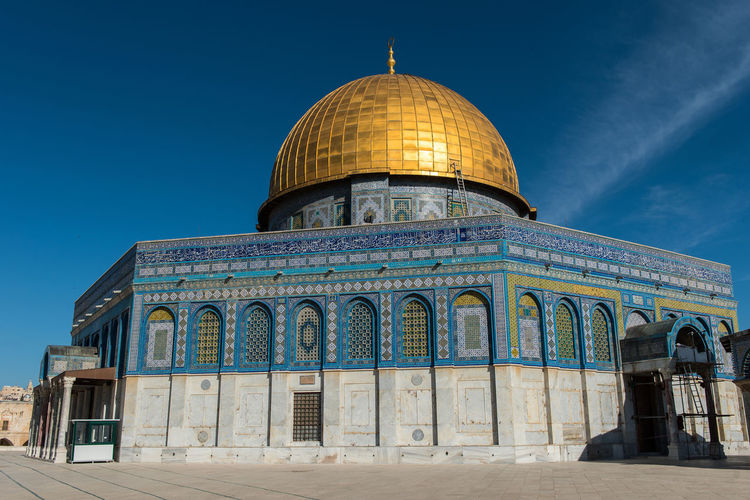 The Dome of the Rock on the Temple Mount in Jerusalem, Israel, the third holiest place for Islam after Mecca and Medina Architecture Dome Of The Rock Golden Mosaic Mosaic Tiles Palestine Architecture Building Exterior Built Structure Dome Dome Of The Rock Jerusalem Islam Islamic Architecture Islamic Art Israel Jerusalem Jerusalem❤ Mosque Mosque Architecture No People Pattern Sky Temple Mount Tile Tiled Wall