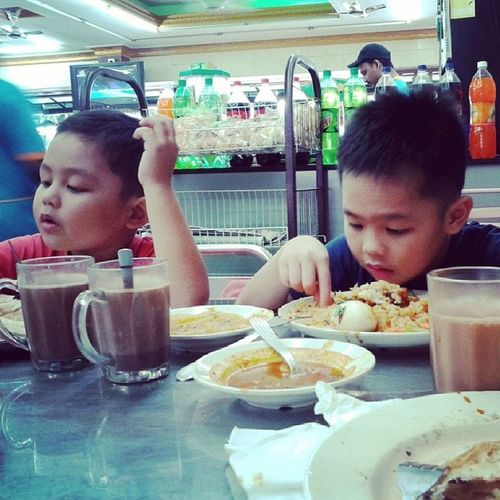 Our super late breakfast...Mfarokomar Ourlilnefs Rakin Rifqi