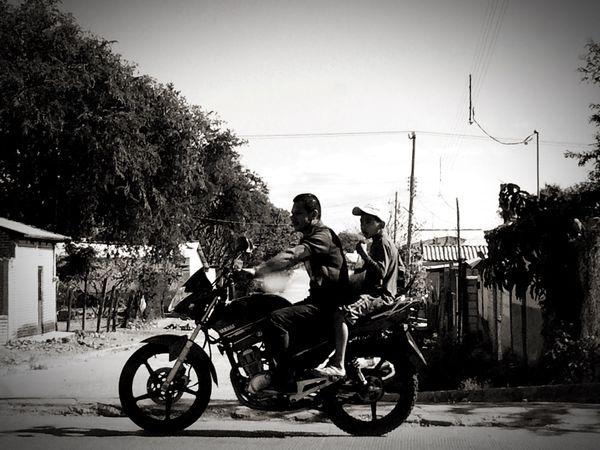 De cierta navidad. 2mil16. Transportation Motorcycle Padre E Hijo Por La Carretera Ciudad Urban IPhoneography Puebla Chiapas, México
