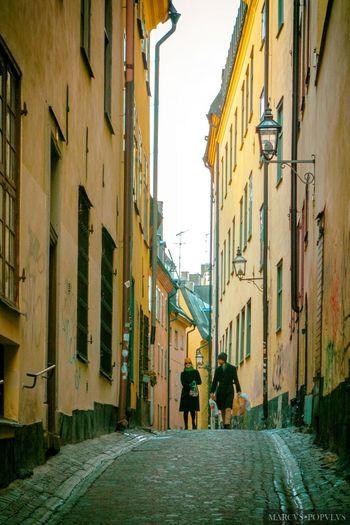 Título: Reditus I Autor: Marcus Populus Lugar: Stockholm Cámara: DSC SONY RX100 Punto F: f/4.9 Tiempo de exposición: 1/100s Velocidad ISO: 640 Distancia focal: 37mm Architecture City Day Residential Building Street Walking