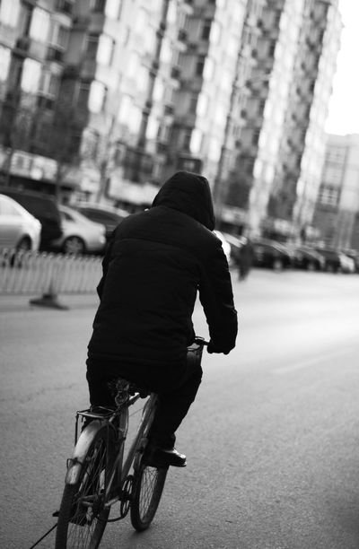 Monochrome Streetphotography The Human Condition Discover Your City City Hello World Taking Photos