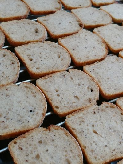 Multitude of bread slices Bread Slices Array Full Frame Backgrounds No People Close-up