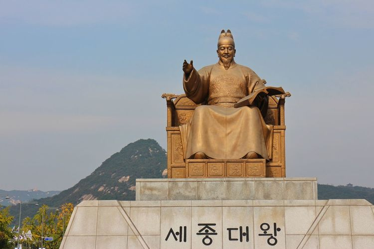King Sejong the Great Travel Destinations Architecture Statue Sculpture History Building Exterior City Politics And Government No People Day Clear Sky Outdoors King - Royal Person Sky Cityscape King Sejong King Sejong The Great Gwanghwamun Square Gwanghwamun Seoul South Korea