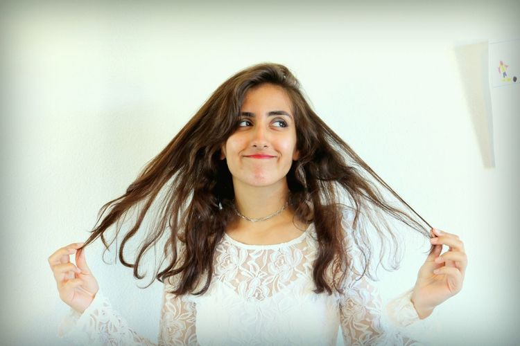 EyeEm Selects Long Hair Portrait Front View One Person Adult Brown Hair One Woman Only Headshot Smiling Sommergefühle