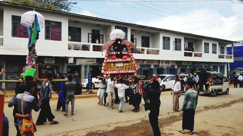 Large Group Of People Tradition Culture TasaungdineFesival KaTain တန္ေဆာင္မုန္းလဆန္း