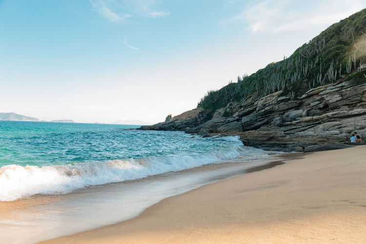Praia das Caravelas Sea Beach Land Sky Water Beauty In Nature Scenics - Nature Sand Motion Wave Sport Aquatic Sport Surfing Nature Tranquility Mountain Tranquil Scene Day Horizon Horizon Over Water Outdoors