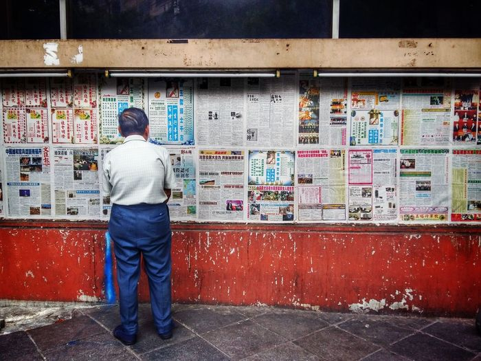Zeitung an der Wand. On The Way Chinatown Oldstyle Bangkok Oldhouse Photography Photooftheday Streetphotography Streetphotographer Candid Photography Newspaper Zeitung Wallbrick