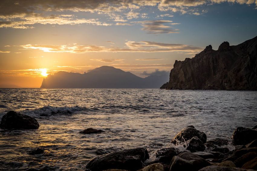 Beauty In Nature Day Horizon Over Water Mountain Nature No People Outdoors Rock Rock - Object Scenery Scenics Sea Sky Sun Sunlight Sunset Tranquil Scene Tranquility Water Wave
