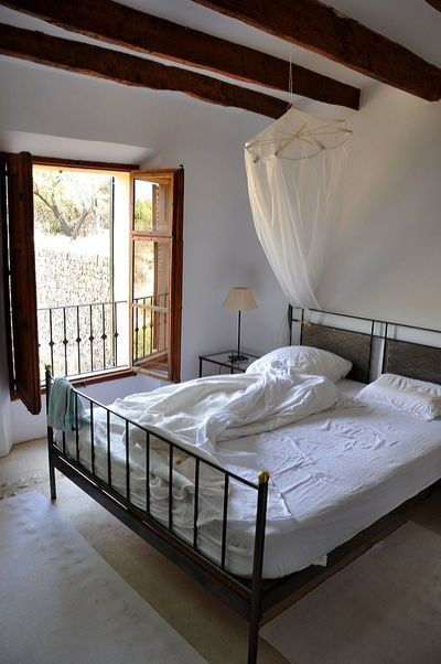 My perfect place to wake up (or stay a little bit longer...) Majorca Beautiful Place ♥ Art Is Everywhere Love Morning Light Morning Has Broken No People Window Day Home Showcase Interior