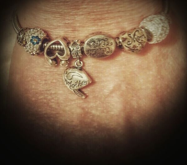 My charm bracelet is starting to grow a little. Relaxing Hi! Hello World Check This Out Cheese! That's Me Taking Photos Enjoying Life Holidays ☀ Charm Bracelet
