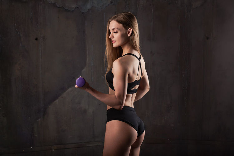 Perfect body of sport fitness woman Adult Beautiful Woman Beauty Clothing Exercising Fit Fitness Training Fitnessmodel Gym Time Hair Hairstyle Healthy Lifestyle Indoors  Lifestyles One Person Sport Sports Clothing Standing Three Quarter Length Wall - Building Feature Weight Training  Weightloss Women Young Adult Young Women