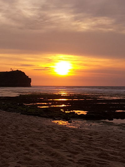 Golden Sunset in Balangan beach Bali, Indonesia Sunset Golden Sunset Cliff Water Reflections Traveling Sunshine