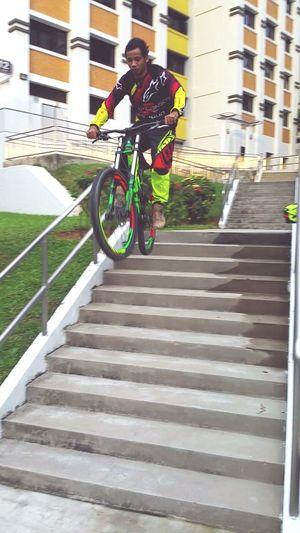 SCOTTvoltage Scottbikes Downhill/ Freeride Srammtb Marzocchi Urbanriding Singapore City Mtbpassion Mtblife
