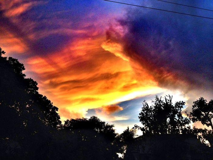 Look @ The Sky