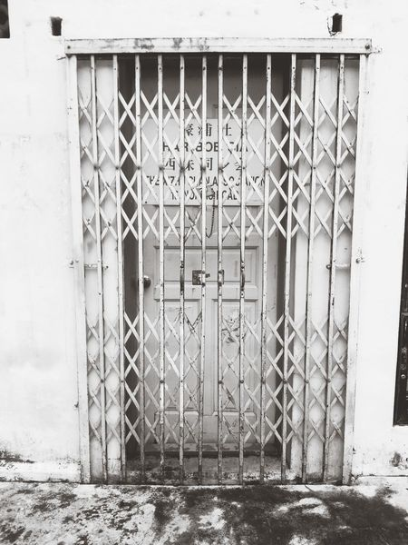 Would you dare to open up the door to find out what's On The Other Side ? Singapore EyeEm Little India Meetup Capa Filter