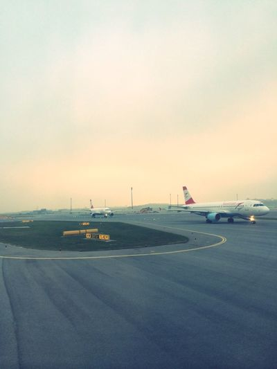 Vienna Airport Wien Austrian Lufthansa Staralliance ViewFromTheOffice PilotsLife Crewlife Travel