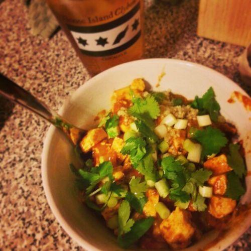 Tikkamasala bowl w/ Tofu & Quinoa Dinner time alongside the lovely @katswem