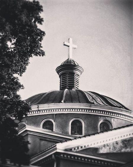 Local church in Atchison Kansas. ..Ks_pride Atchison Wow_america World_bnw Graveyard_dead Noplacelikehome Bestshotz_usa Shadowhunters Local Church