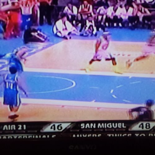 SMC vs. SMB. Air 21 was posted on the score screen. Lol! They've now corrected this. LabanSanMig GovernorsCup Playoffs Puso  sipag