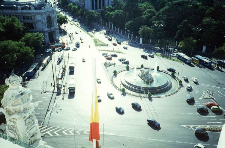 Centro Cibeles Centro Cibeles High Angle View Street City Street Road City City Life Traffic Transportation Walking Tree Car Outdoors Day Large Group Of People Rush Hour Architecture Built Structure Building Exterior Stoplight Pedestrian Madrid Spain