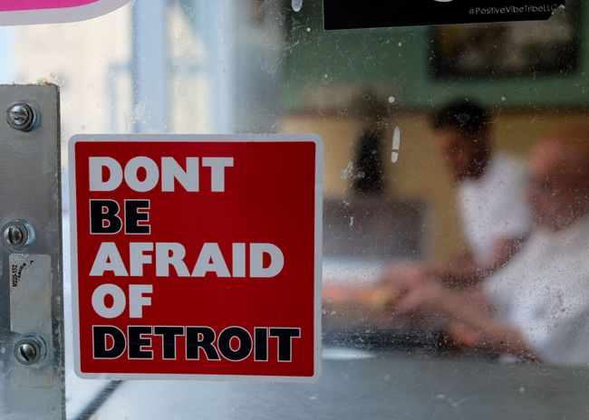 Decal DontBeAfraid  Detroit Detroitrevival Glass Streetphotography Street Restaurant Red