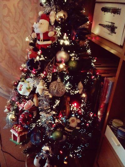 La Navidad no es un momento ni una estación, si no un estado de la mente. Valorar la paz y la generosidad y tener merced es comprender el verdadero significado de la navidad. Feliznavidad Feliz 2015  Diciembre Regalos árbol árboldenavidad Luces