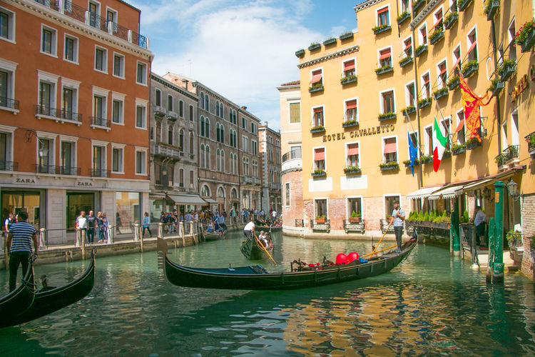 Summer In The City Vacations Venice, Italy Architecture Building Building Exterior Built Structure Canal City Day Gondola - Traditional Boat Group Of People Men Mode Of Transportation Nature Nautical Vessel Outdoors People Real People Sky Transportation Venice Venicefilmfestival Water Waterfront