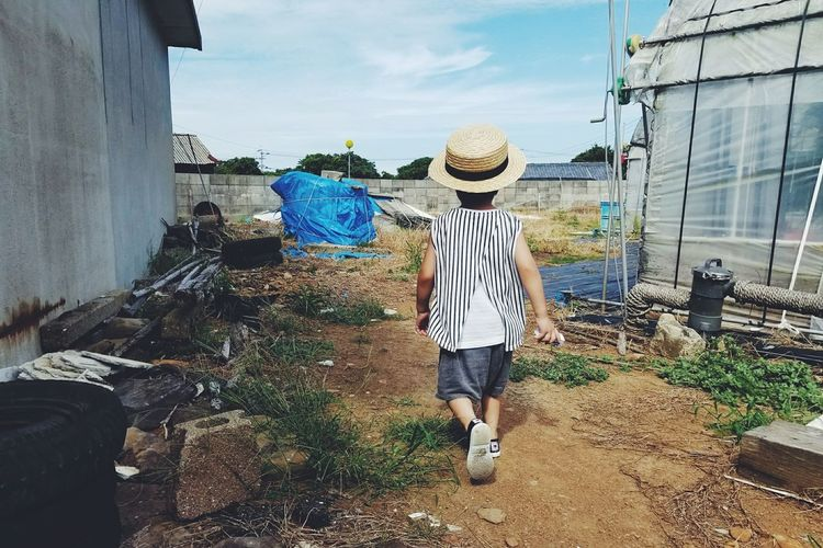 One Person Children Only Childhood Casual Clothing Child Day One Boy Only Boys Sky Kids Sunshine Boy Sumsung Japan Straw Hat EyeEmNewHerе GalaxyS8+ Galaxy Hat Standing