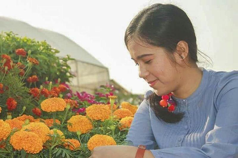 My flowers. 🌸🍃 Garden Florist Flower Greenhouse Young Women Women Headshot Beautiful Woman Retail