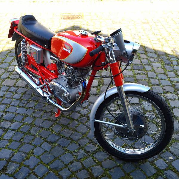 Ducati Motorrad Motorcycles Motorcycle Motorbike Red