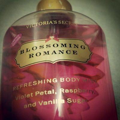 My favorite Victoria's Secret scent. Havent seen one for years! Ang tagal kong naghanap nito. Huhu. Tearsofjoy Hmmmmangbangoooo