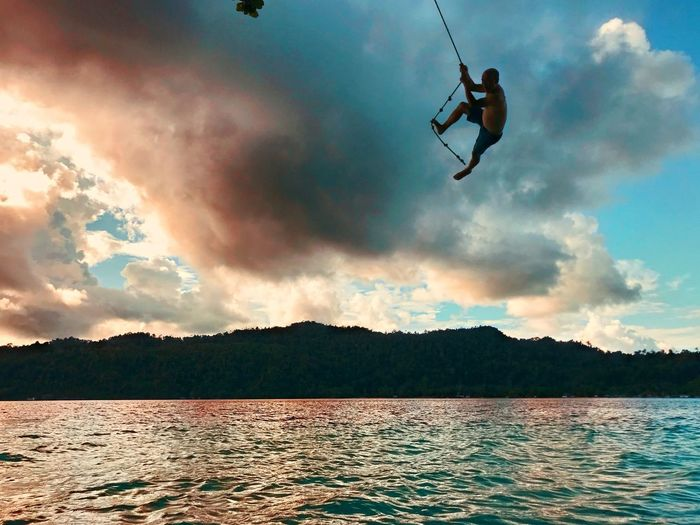 I am a tarzan Sky Cloud - Sky Water Mid-air One Person Nature Adventure Men Vitality Lake Motion Beauty In Nature Full Length Enjoyment Scenics - Nature Leisure Activity Freedom Sport Sunset Real People