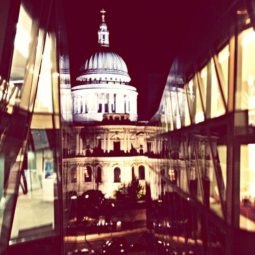 St Paul's and it was magnificent and complemented by the contemporary architecture around it.. Sigh..