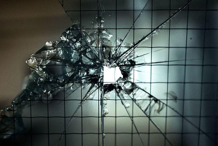 Glas broken /
