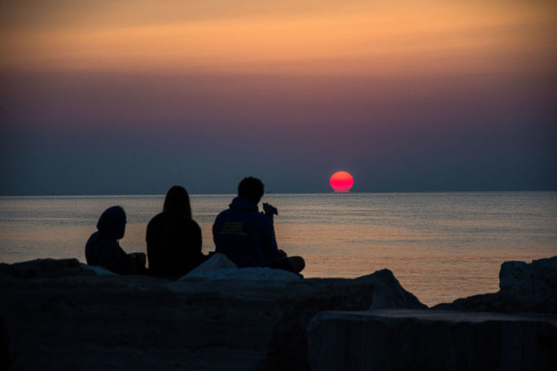 Sunrise. Friends Morning Morning Light Friendship Horizon Horizon Over Water Italy Lifestyles Real People Sea Sky Sunrise