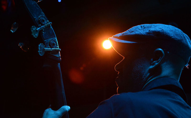 concentrado Backlight Blues Contrabajo Bajista Blue Concentrado Concentrated Contraluz Doublebass Musician Musico Strong HUAWEI Photo Award: After Dark