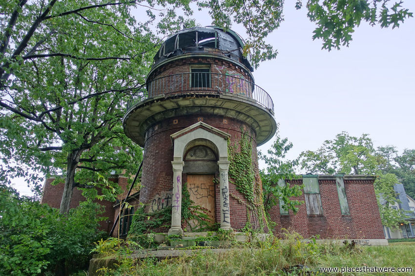 Observatory dome. http://www.placesthatwere.com/2018/01/abandoned-observatory.html Abandoned & Derelict Abandoned Places Observatory Urban Exploration Abandoned Abandoned Building Abandoned Buildings Architecture Building Exterior Dome Ohio Outdoors Rust Belt Urbex