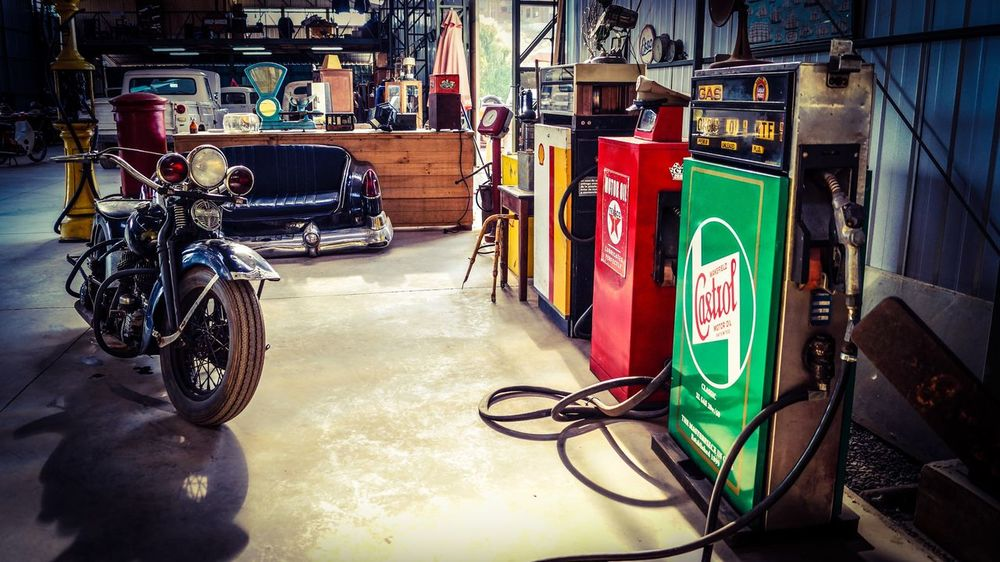 Showcase: December Castrol Fuel Harley Davidson Garage Museum Showroom Chile Petrolhead Carporn
