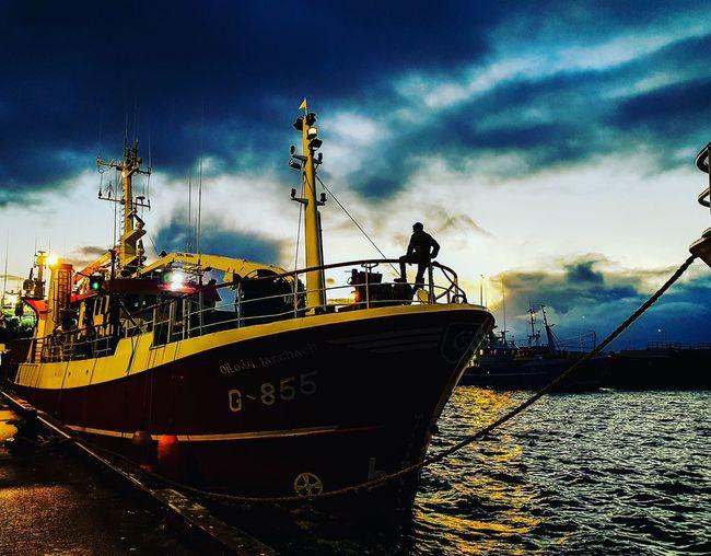 Käpt'n Ireland Seefahrer Kaptan EyeEm Selects Water Nautical Vessel Oil Pump Sea Silhouette City Dusk Sky Cloud - Sky Boat Commercial Dock Harbor Mast Port Dock