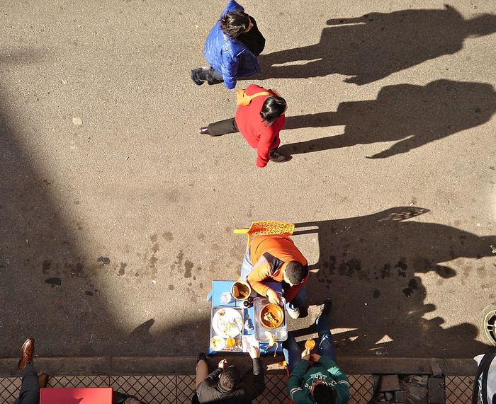 A La Rue Adult Aliment Couple Day High Angle View Manger Outdoors People Repas Restau Shadow Sport Sunlight Sur La Table