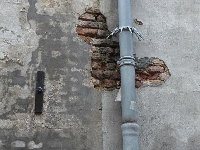Wall Drainpipe Brick Wall Brick Stucco Muur Regenpijp Baksteen Bonsma Wallpaper Backgrounds Artiseverywhere Metal